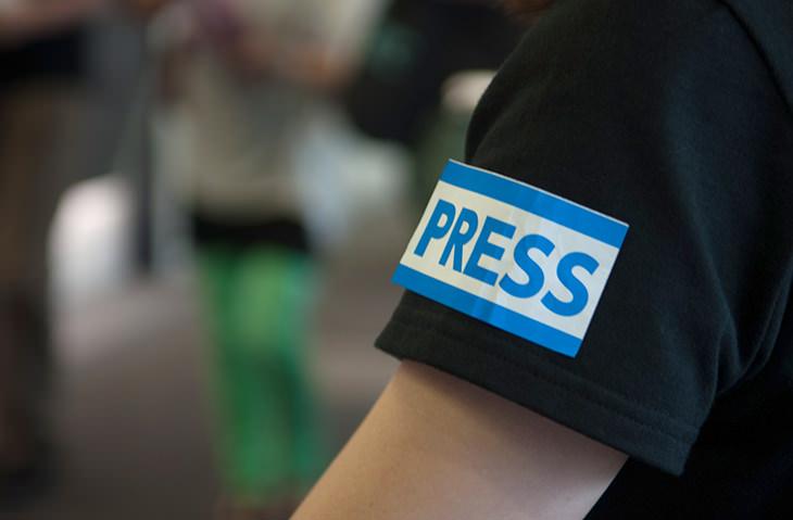 PRESSの腕章(というよりシール)